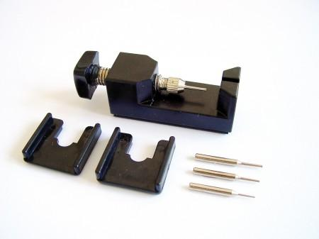 Flume Pin remover with spindle
